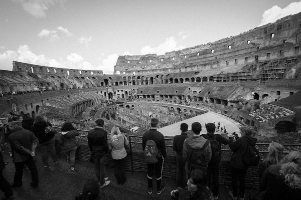 Rome students Colosseum